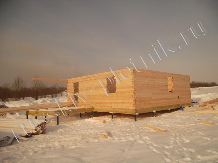 Почему дом из бруса лучше строить зимой?